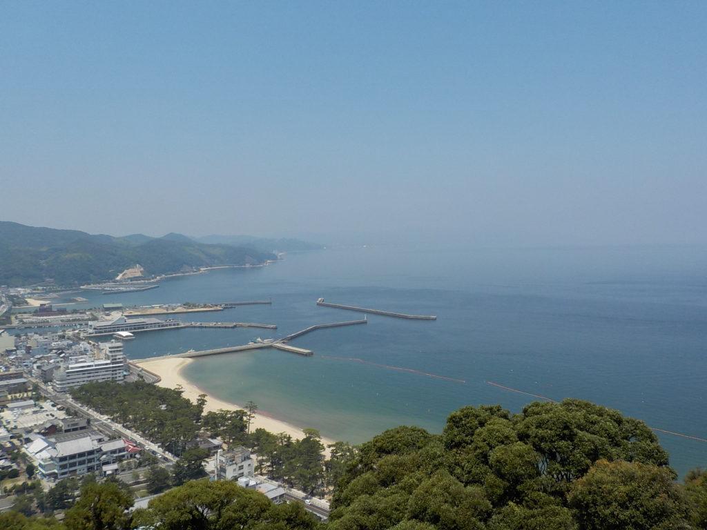 洲本城址から洲本海岸を見る