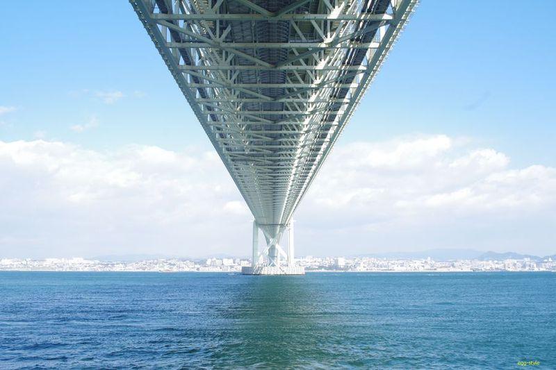 明石海峡大橋真下から見る