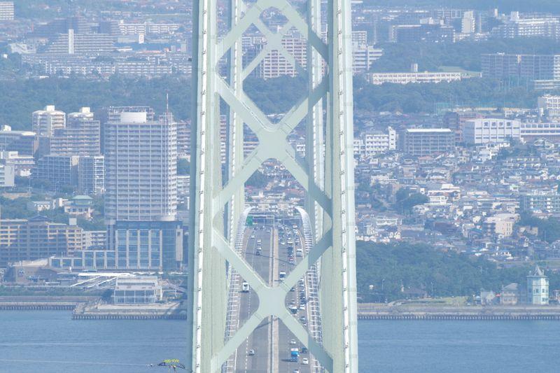 あわじ石の寝屋緑地から見る明石海峡大橋