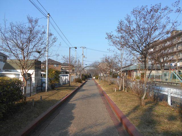 別府鉄道廃線跡を歩く:であいの道 遊歩道
