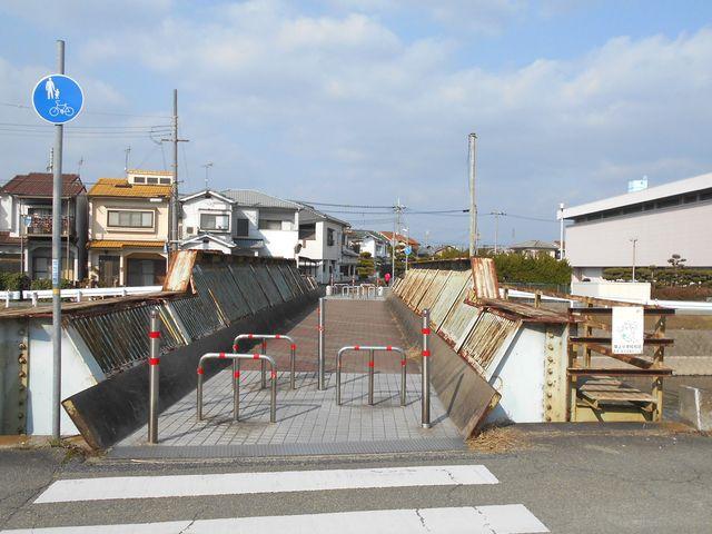 別府鉄道廃線跡を歩く:別府川の鉄橋が残る