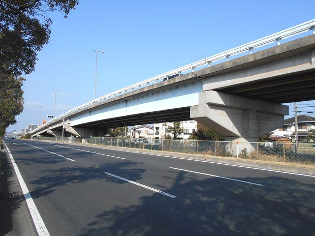 別府鉄道廃線跡を歩く:国道250線、片側だけ高架