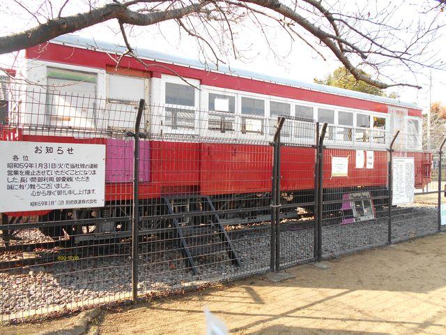 別府鉄道廃線跡を歩く:円長寺公園に保管されるキハ2