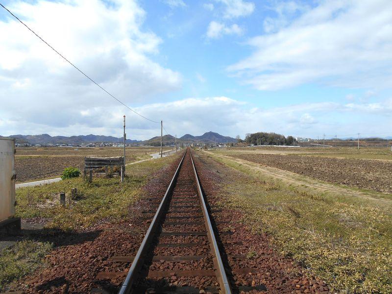 北条鉄道路線沿いの道を進む