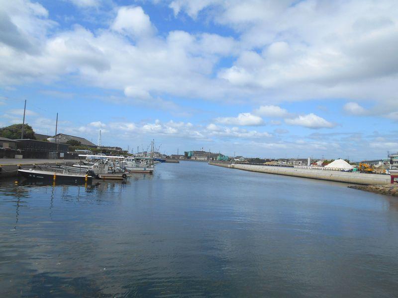 荒井港のすぐ近所にあり、秋晴れの天気に出かけた
