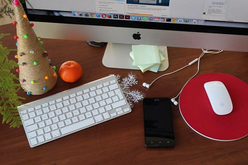 byPixabay desk-1283688