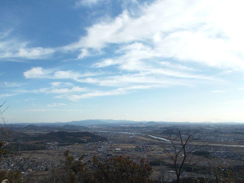 山頂下の休憩場所からは、加古川流域から淡路島迄の景観