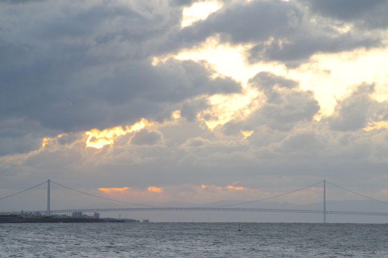 日の出にはなったものの太陽はぶ厚い雲の向こう側