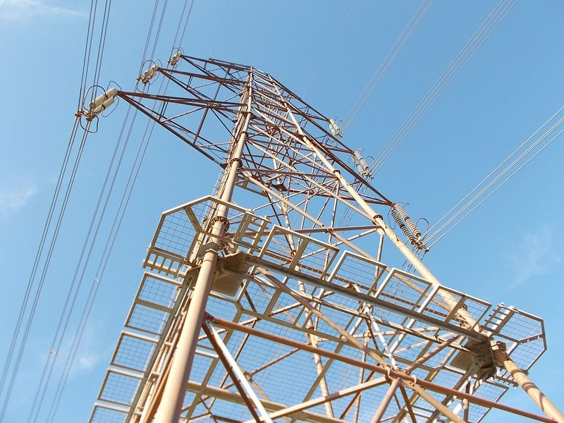 鉄塔は「男鉄塔=懸垂形鉄塔」と「女鉄塔=耐張形鉄塔」に区別され、これは「男鉄塔」