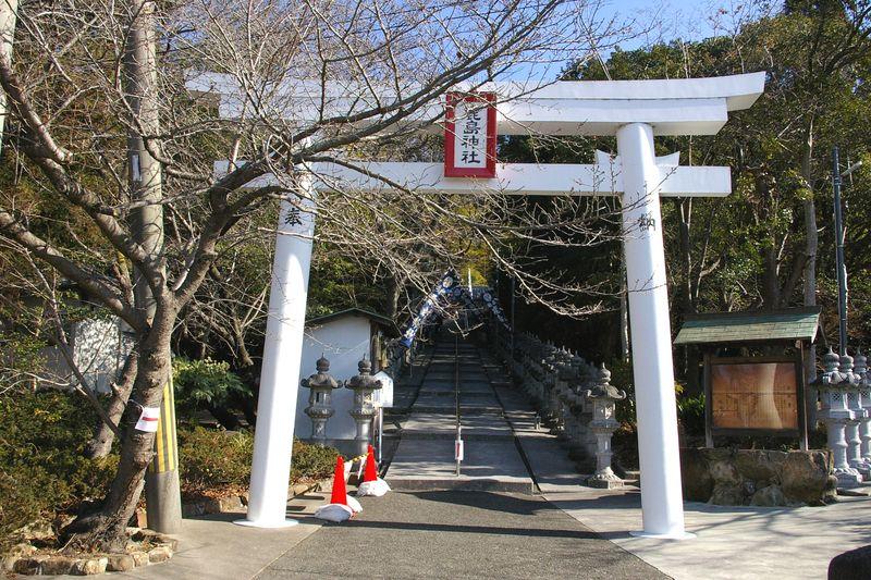 北山鹿島神社 こちらはわずかな参拝者で、ゆったりと詣でた