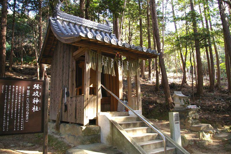 経政神社のお社 長尾天満宮の氏子さん方が掃除をされていた ホッとする山の神社