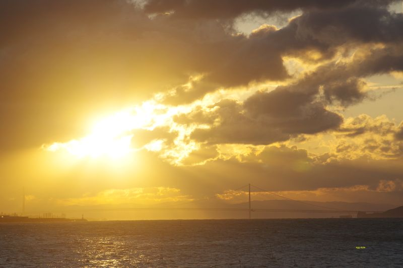 2021年初日の出 はっきりと姿を現し、この後は雲が取れていき冬晴れ