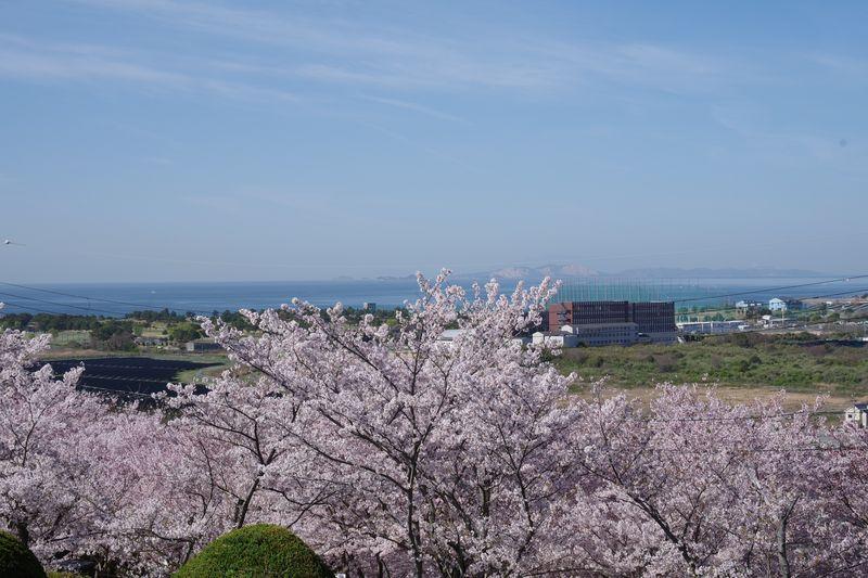 山頂付近から播磨灘を眺めると 家島諸島から小豆島までの景観