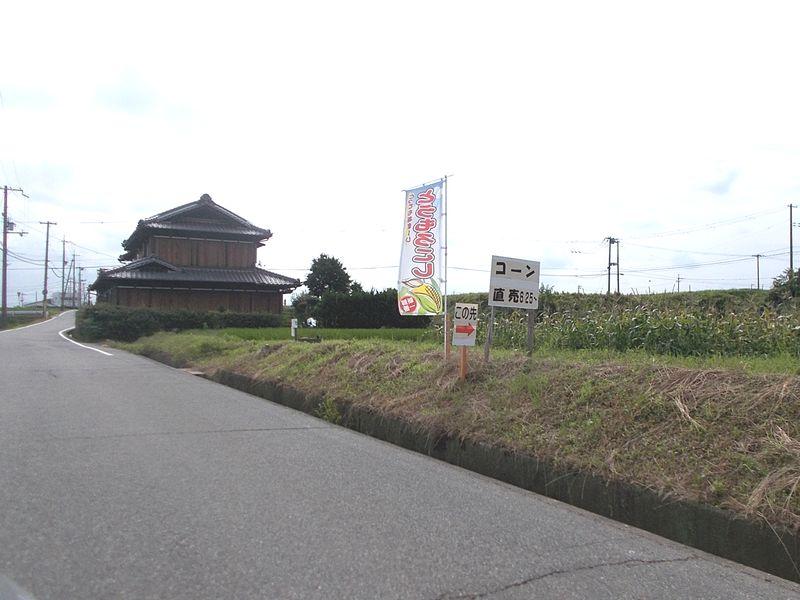 市道からの道には、のぼりと看板で表示