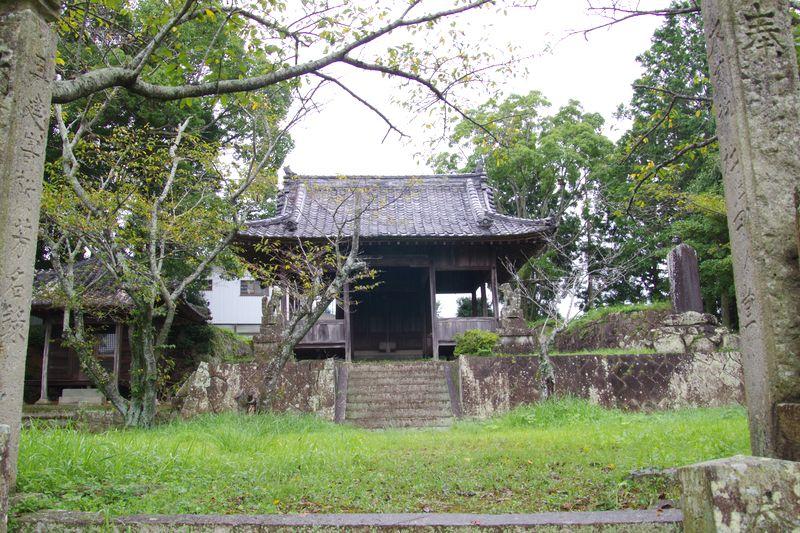 古い質素なお社でしたが、意外に境内も広い大歳神社