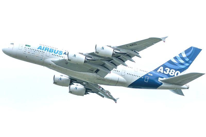 byPixabay plane-703908