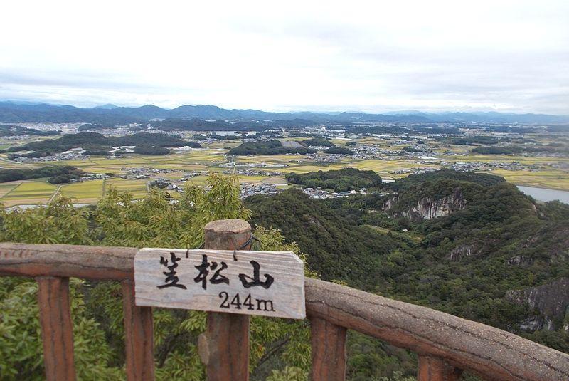 播磨の田園風景の先には明石海峡大橋が僅かに見えた
